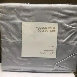 Hudson Park collection Queen Flat bedsheet 600 TC